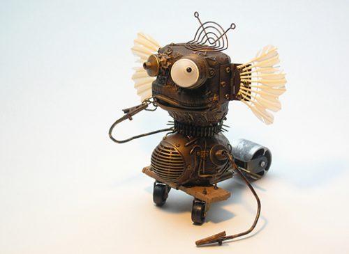 Kleine Skulptur aus Metall- und Elektroteilen